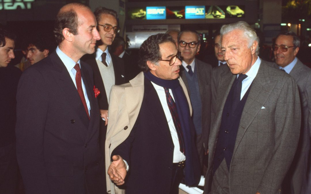 """1984 - Meeting with Avvocato Gianni Agnelli at the Torino Salone dell'Automobile during the exhibition """"Art and Automobile"""" organized in collaboration with the magazine """"Auto & Design"""" and its director Fulvio Cinti (in the center)"""