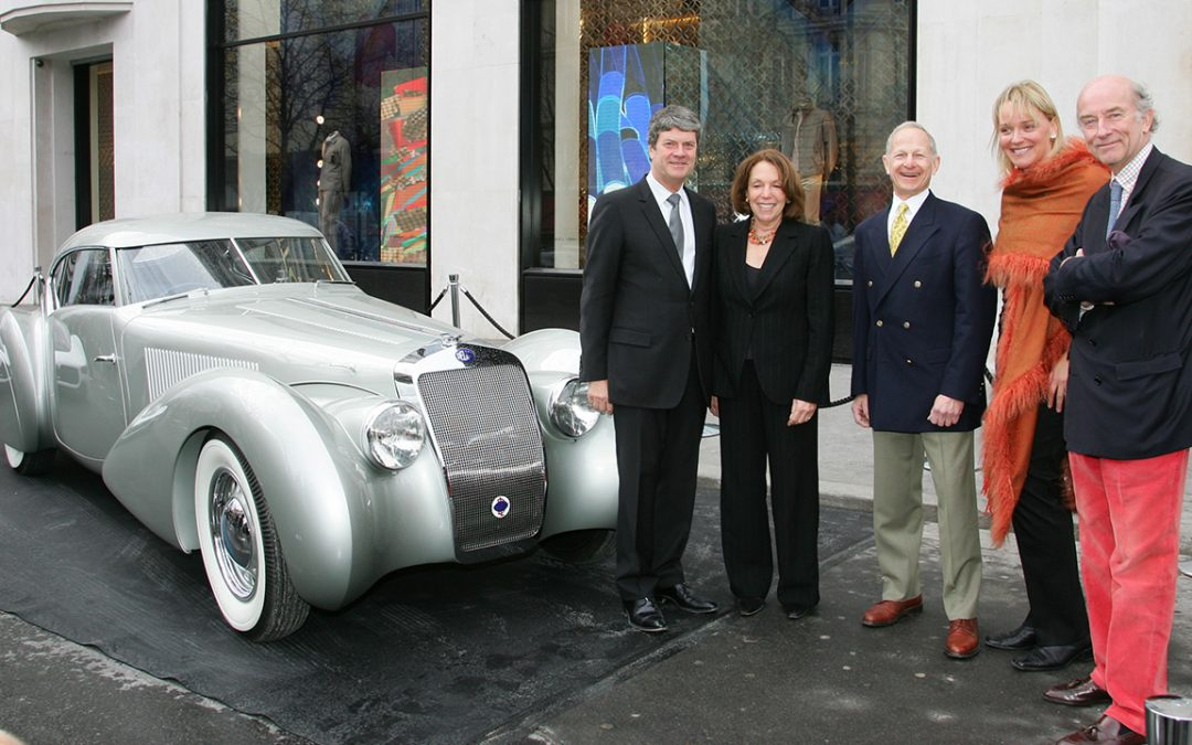 2006.02.09 – Giving the Louis Vuitton Classic Best of the Best 'Concours Award' 2005 in Paris to Sam and Emily Mann's Delage D8-120S with Yves Carcelle, President of Louis Vuitton and with Sandra Button, President of the Pebble Beach Concours d'Elegance
