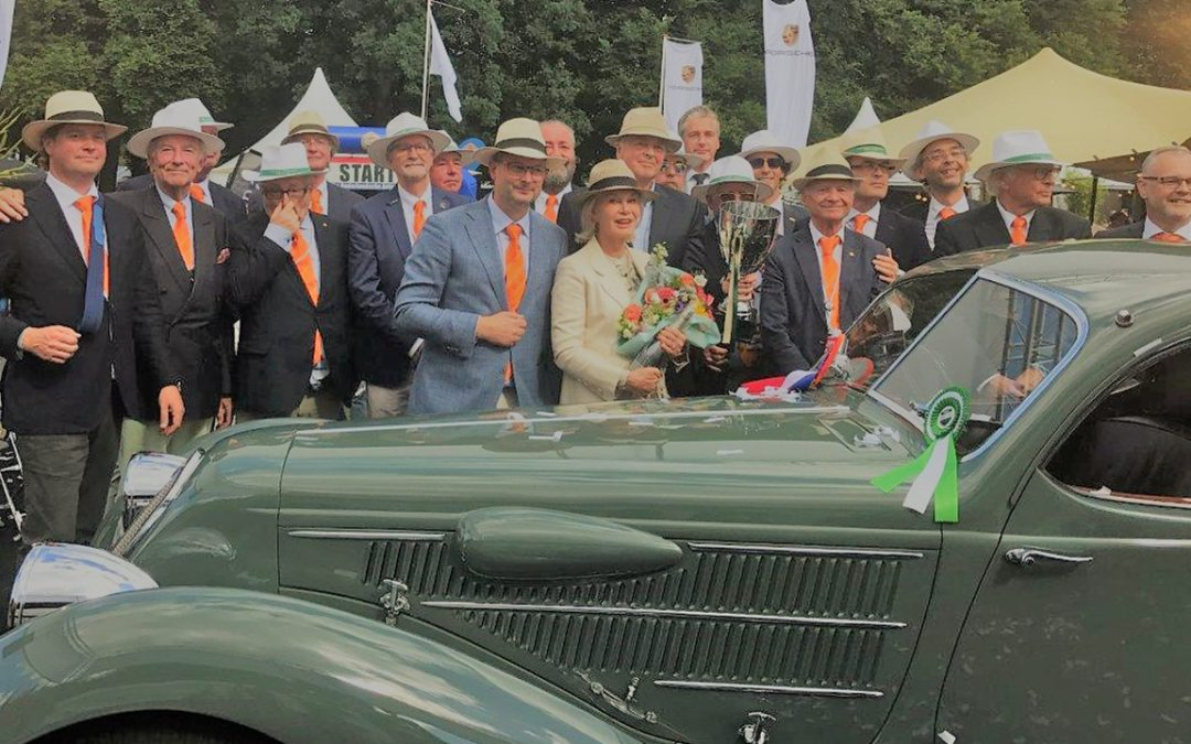 2017.07.02 - Final image of the Paleis Het Loo Concours d'Elegance: the winners surrounded by the jury
