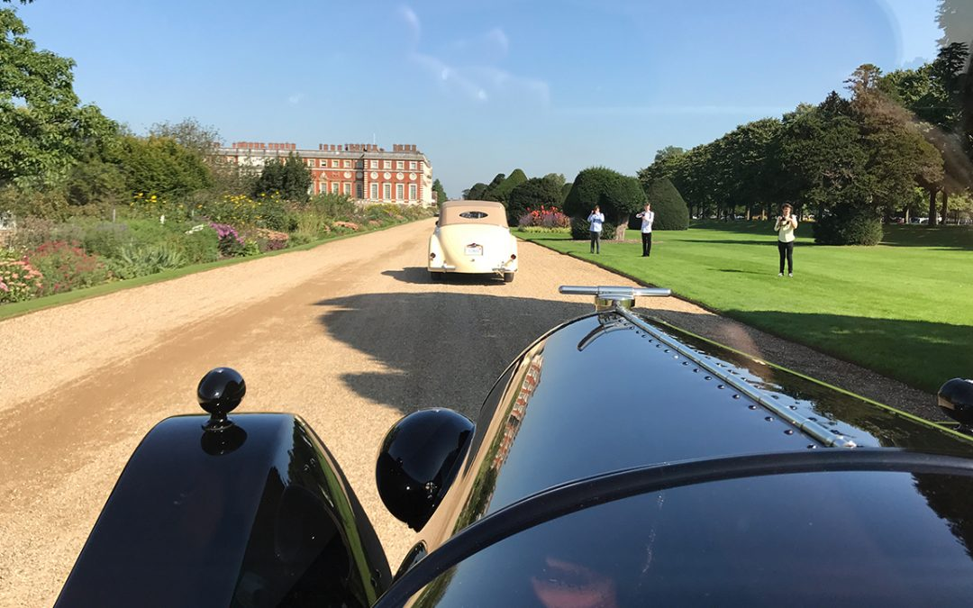 2017.09.01_1 - Arriving in style at Hampton Court